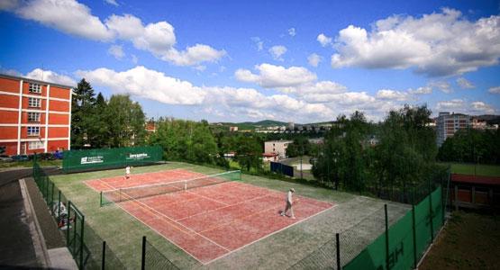 Venkovní tenisový kurt